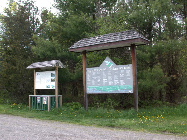 1000 Islands information signs